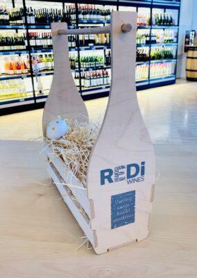 drewniana skrzynka na wino z szarym logo REDi